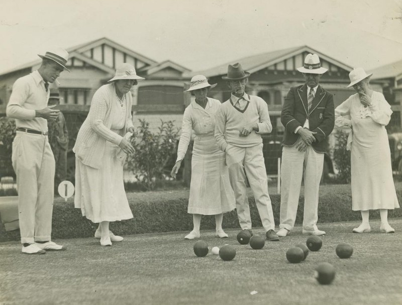 Mixed_bowling_at_the_opening_day_of_the_Kedron_Ladies_Bowls_Club_4461092331